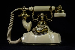 antique-telephone 750pb